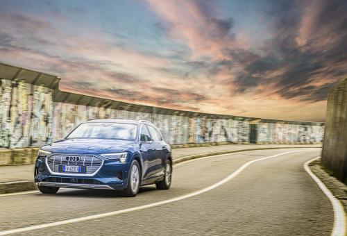 Automobilismo_Audi E-tron_146_ cielo_PSweb