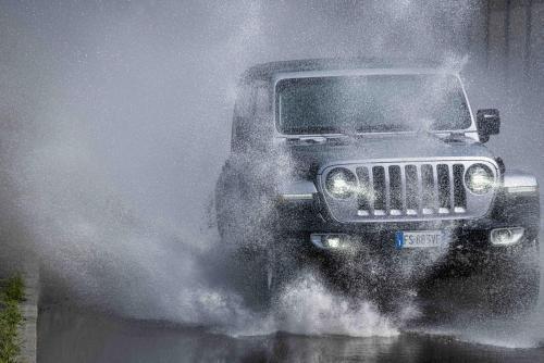 Automobilismo_Jeep_wrangler_115_ps_web