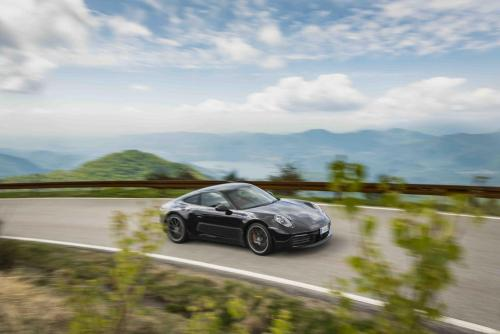 Automobilismo_Porsche911_0214_ps_web
