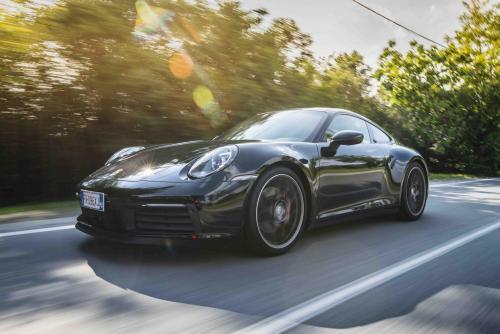 Automobilismo_Porsche911_1121_ps_web