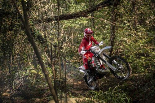 Motociclismo_Fuoristradacomparativa_3 enduro_319_ps_web
